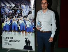 Alberto Romero amb el Premi de la FCPE